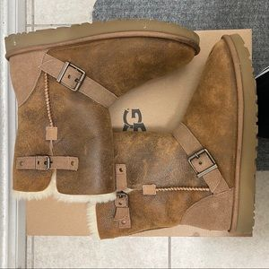 UGG Classic Short Dylyn Genuine Sheepskin Boot
